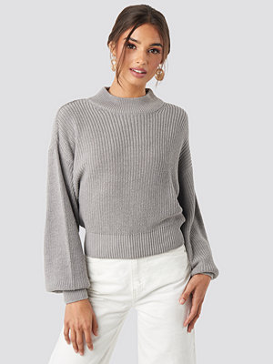 NA-KD Volume Sleeve High Neck Knitted Sweater grå