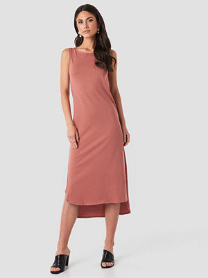 Trendyol Crew Neck Slit Dress rosa