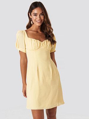 NA-KD Boho Bust Puff Sleeve Mini Dress gul