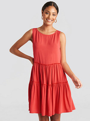NA-KD Sleeveless Skater Dress röd