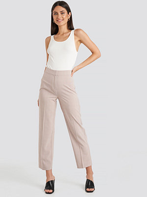 NA-KD Classic omönstrade byxor Cropped Straight Suit Check Pants rosa