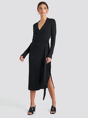 NA-KD Trend Rib Knitted Dress svart