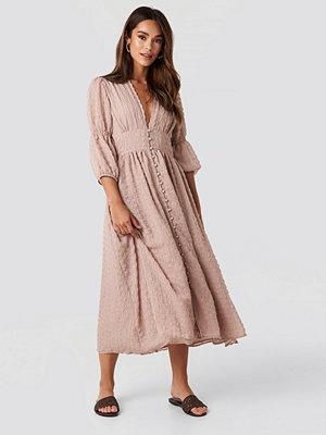 NA-KD Boho V-Shape Flowy Puff Sleeve Dress rosa