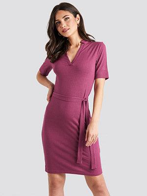 NA-KD V-Neck Jersey Midi Dress lila