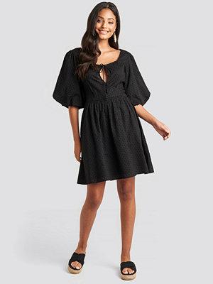 NA-KD Boho Key Hole Puff Sleeve Mini Dress svart