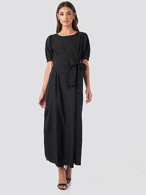 NA-KD Boho Puff Sleeve Belted Maxi Dress svart