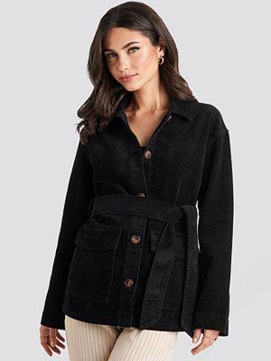 NA-KD Trend Tied Waist Corduroy Jacket svart