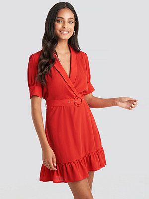 NA-KD Belted Puff Sleeve Mini Dress röd