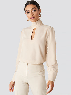 NA-KD Classic Cut Out Front Blouse beige