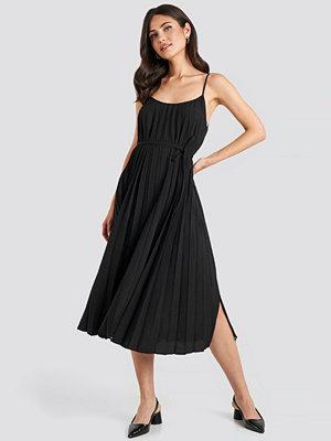Mango Plisado Dress svart