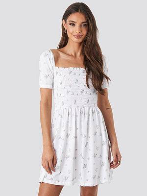 NA-KD Boho Puff Sleeve Shirring Mini Dress vit