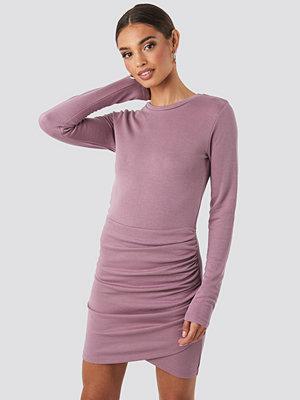 NA-KD Party Twist Wrap Jersey Dress lila