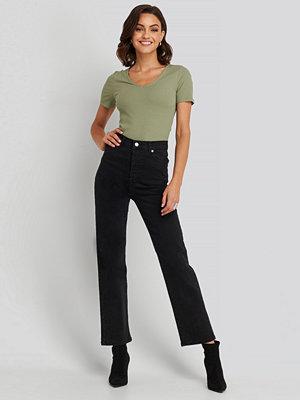 NA-KD Straight High Waist Jeans svart