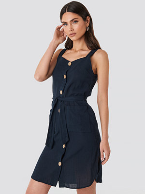 Trendyol Belted Button Detailed Mini Dress blå