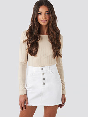 NA-KD Raw Hem Button Up Mini Skirt vit