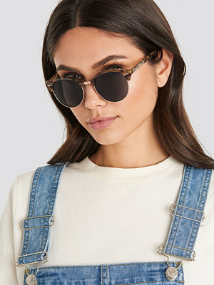 Solglasögon - NA-KD Accessories Rounded Top Frame Sunglasses brun