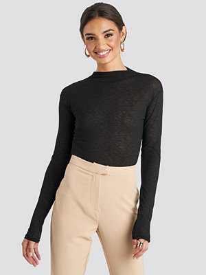NA-KD Trend High Neck Basic Top svart