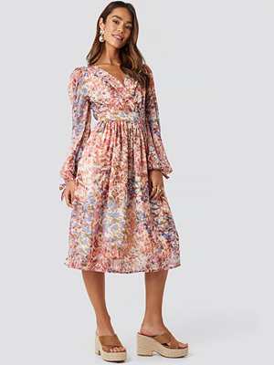 NA-KD Boho Tie Sleeve Waistband Midi Dress rosa multicolor