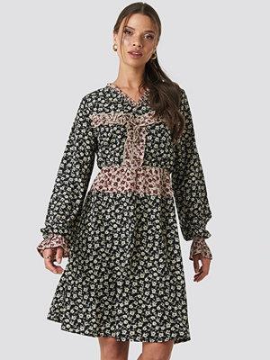 NA-KD Boho Patch-Print Frill Detail Dress multicolor