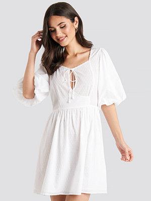 NA-KD Boho Key Hole Puff Sleeve Mini Dress vit