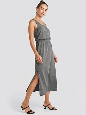 Trendyol Side Slit Knitted Midi Dress grå