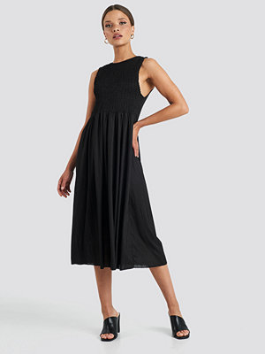 Trendyol Guipure Shirred Midi Dress svart