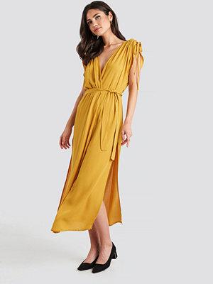 Trendyol Binding Detailed Kimono gul