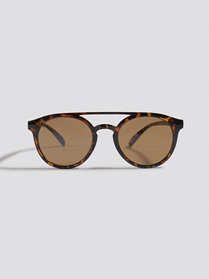 Solglasögon - NA-KD Accessories Round Top Bridge Sunglasses brun