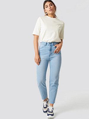 Milena Karl x NA-KD Mom Fit Jeans blå