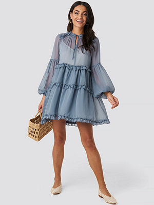 NA-KD Boho Multi-Frills LS Chiffon Dress blå