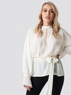 NA-KD Party High Neck Knot Blouse vit