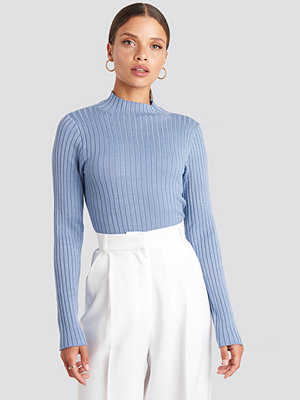 NA-KD Ribbed Knitted Polo Sweater blå