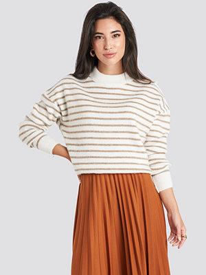 NA-KD Striped Round Neck Knitted Sweater vit