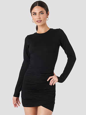 NA-KD Party Twist Wrap Jersey Dress svart