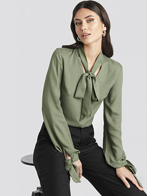 Nicole Mazzocato x NA-KD Tied Sleeve Blouse grön