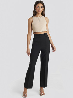 Josefine Simone x NA-KD svarta byxor Straight Suit Pants svart