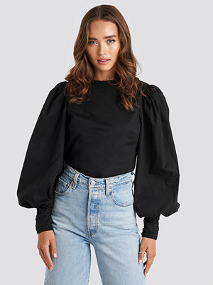 NA-KD Trend Puff Sleeve Fitted Top svart
