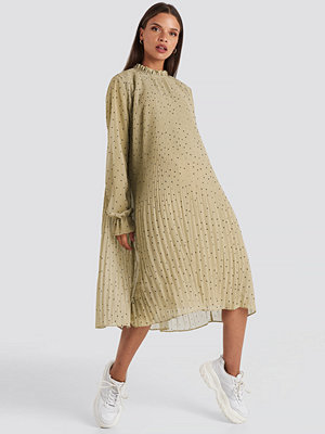 NA-KD Pleated Dotted Dress beige