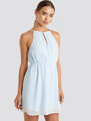NA-KD Party Halterneck Chiffon Mini Dress blå