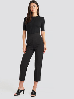 NA-KD Classic byxor High Waist Cropped Suit Pants svart