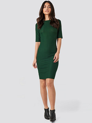NA-KD Structured Midi Dress grön