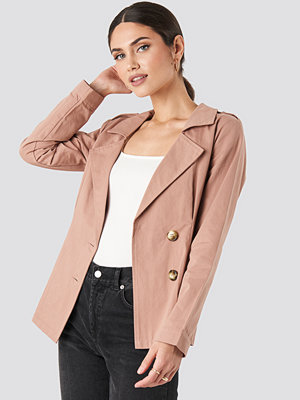 NA-KD Short Marked Waist Trench Coat rosa