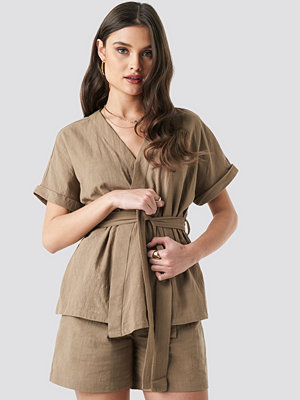 NA-KD Trend Linen Look Overlap Shirt Blouse beige