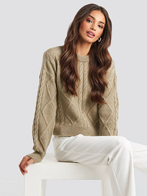 Josefine Simone x NA-KD Cable Knitted Roundneck Sweater beige