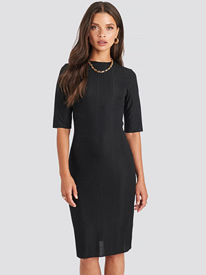 NA-KD Structured Midi Dress svart