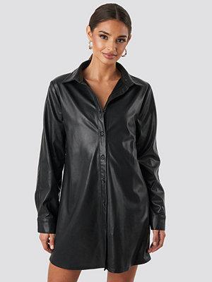 NA-KD Faux Leather Shirt svart