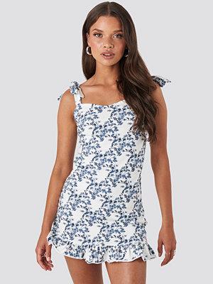 NA-KD Tie Strap Ruffle Mini Dress blå multicolor