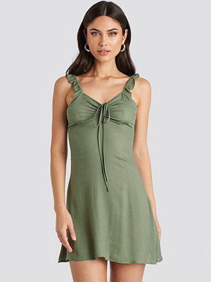 Nicole Mazzocato x NA-KD Frill Strap Mini Dress grön
