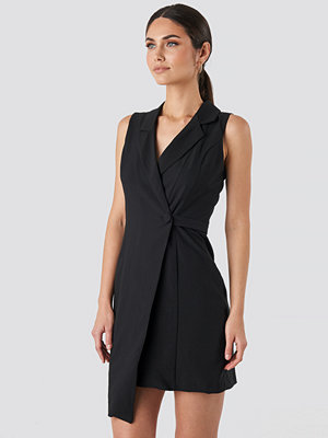 Trendyol Sleeveless Blazer Dress svart