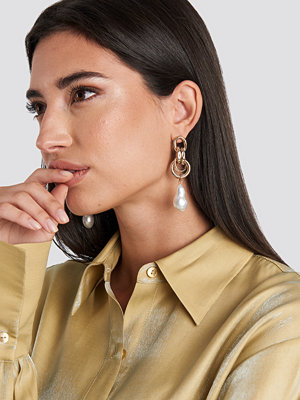 NA-KD Accessories smycke Connected Ring Pearl Earrings guld